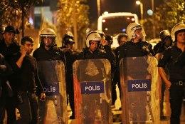FOTOD | Rahvas tuli tänavatele, Erdogani vastasleer vaidlustab referendumi tulemused