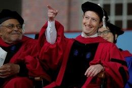 12 aastat tagasi Harvardi pooleli jätnud Mark Zuckerberg sai viimaks diplomi