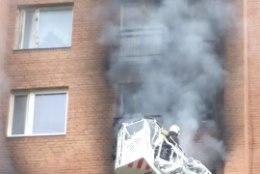 FOTOD JA VIDEOD | Kortermaja põleng jättis ülemiste korruste elanikud lõksu