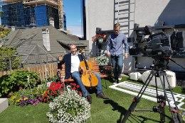 VIDEO |  Pärt Tarvas kohtleb tšellot hellalt nagu naisterahvast