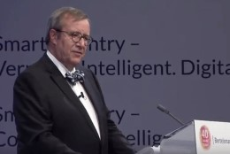 VIDEO | Ilves sai kätte 200 000eurose preemia e-riigi arendamise eest