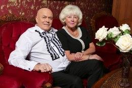 Rahvalaulik Sergei Maasin kingib naisele oma kuldsed käed