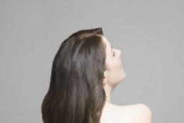 PÄRISELU RAPUNTSEL: noor naine, kelle pikad kiharad pole kääre tundnud 14 aastat