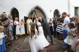 OTSEBLOGI | Taavi ja Luisa Rõivas abiellusid! Vaata, kes tulid Kõltsu mõisa pidutsema