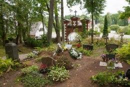 ŠOKEERIV AVASTUS: võõras mees maeti sugulaste peale