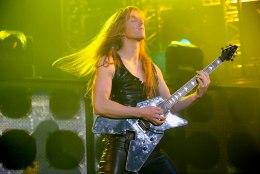 Manowari kitarristi süüdistatakse lapsporno omamises