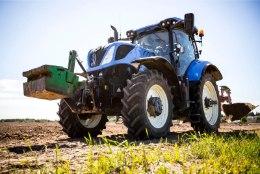 Lääneranna vald meelitab uusi elanikke traktoritega