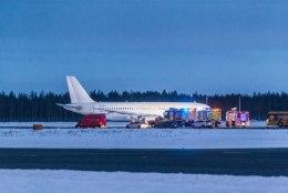 Pealtnägija hädamaandunud lennukist: nägin ka tükke küljest kukkumas