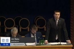 """Helme riigikogus Ratasele: """"Üha nooremad inimesed lähevad Lätti alkoholi järele. Millise järelduse teeb sellest valitsus?"""""""