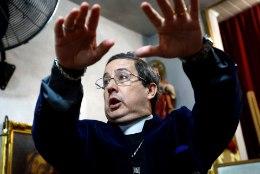 Vatikan õpetab preestreid inimesest kurja vaimu välja ajama