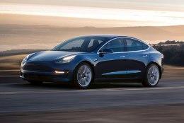 AI-AI: Tesla 3 testimine lõppes valusa hinnanguga