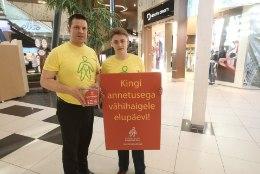 FOTOD | Peaminister kogus Tartu Lõunakeskuses vähiravifondi jaoks raha