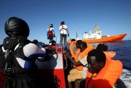 Hispaania võtab ärapõlatud sisserändajate päästelaeva ise vastu