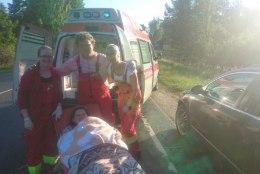 Tartu kiirabi juht: maantee ääres sünnituse vastu võtnud meedikud saavad kiita ja noomida