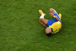 HUMOORIKAS VIDEO! Kiirtoidukett pilab naljakas reklaamklipis Neymari murul püherdamist