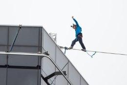 FOTOD JA VIDEOD | Eesti kuulsaim slackliner Jaan Roose tegi Tallinna tornide vahel trikitades maailmarekordi