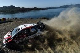 Toyota hoiab potentsiaalsete muudatuste pärast hinge kinni