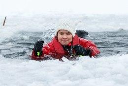 ÕL VIDEO JA GALERII   NÄPUD JÄÄS JA HING KINNI: kuidas jääaugust eluga välja pääseda