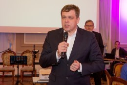 Postimehe peatoimetaja Lauri Hussar siirdus poliitikasse