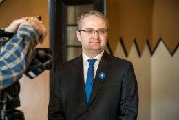 Riigikontrolör sarjas riigikogu ees poliitikuid: paljud jaburad bürokraatlikud piirangud ja nõuded, mille all ägame, kannavad Eesti firmamärki