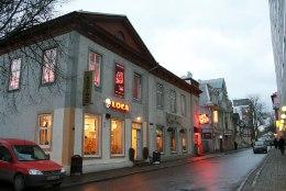 Poistekamp peksis Tallinna südalinna kohviku ees naise vaeseomaks