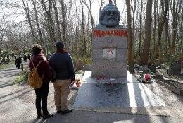 JUBA JÄLLE: Karl Marx langes vandaalide ohvriks