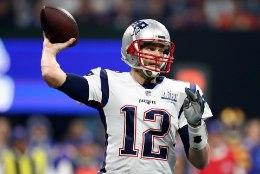 Superstaar Tom Bradyt hoiavad vormis veeklaasid ja imepidžaama