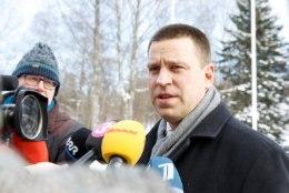 Jüri Ratas palub EKRE poliitikutel sügavalt järele mõelda: naistearstide ja naiste süüdistamine peab lõppema