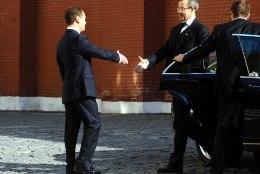 KATKEND RAAMATUST | Eesti ja Vene presidentide käepigistus ehk Kuidas Moskvas mängiti üheksa aastat tagasi Ilvest ja hiirt
