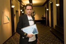 Juhan Ulfsak, Eero Epner ja Mart Kangro annetavad teatri aastaauhinna preemia Feministeeriumile