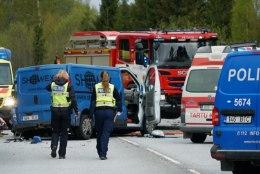 GALERII   Järvamaal hukkus kuue sõiduki ahelavariis noor naine, põhjuseks ebaõnnestunud möödasõit