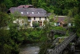 KUMMALINE: Saksamaa väikehotellist leiti kolme inimese surnukehad