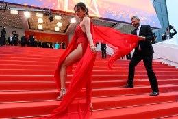 Supermodell vapustas Cannes'i riivatult paljastava kleidiga