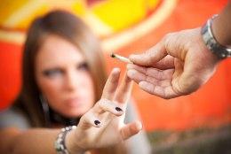 PSÜHHIAATER HOIATAB: kanepit suitsetavad noored riskivad skisofreeniaga
