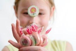 TOITUMISNÕUSTAJA HOIATAB ASOVÄRVIDE EEST: ärge ostke lastele erksavärvilisi maiustusi!