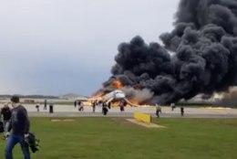 FOTOD JA VIDEOD | TRAGÖÖDIA MOSKVAS: leegitsedes hädamaandunud lennuki pardal suri üle 40 inimese