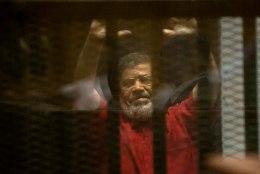 Egiptuse meedia: ekspresident Morsi kukkus kohtusaalis kokku ja suri