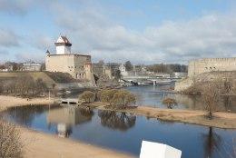 PARASIIDID VEES: Narva Joaaru rannas suplejatel võisid lööbe tekitada imiusside vastsed