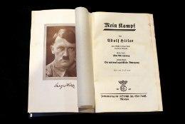 VIDEO   Igav elulugu? Müügilettidelt korjati Adolf Hitleri autobiograafia