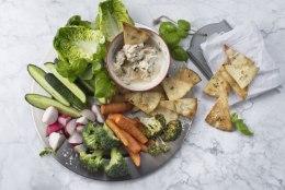 Suvine salativaagen ja harissaga dipikaste