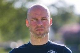 Ajaleht: jalgpallikoondise uueks peatreeneriks saab Karel Voolaid