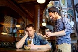 KUI PALJU PEAB JOOMA MAKSATSIRROOSIKS? Haigus on tõenäoline, kui elu jooksul juua selline kogus alkoholi