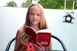 VAHVA LAPS! Tartu tüdruk on klassikaaslaste lemmikkirjanik