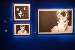 GALERII | Fotografiskas avatud Briti kunstniku näitus annab võimaluse piiluda staaride eraellu
