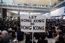 Hongkongi lennujaamas toimuvad meeleavaldused seoses põgenike väljaandmisega