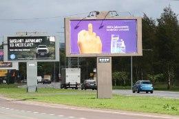 MIKS NII? Trumpi pilav reklaam kästi Tallinnas maha võtta, aga keskmist varvast näitav plakat võib jääda