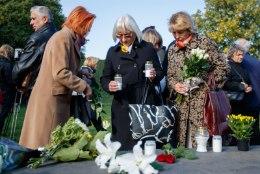 GALERII | 25 AASTAT ESTONIA HUKUST: mälestusteenistus mälestusmärgi juures