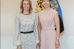 FOTOD   Tenniseid ja roosakat kleiti kandnud president Kersti Kaljulaid kohtus Kaja Kallase ja Indrek Saarega