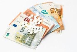 PÕLISED RIKKAD? Eestis maksti retseptiravimite eest 11 miljonit eurot enam, kui võinuks