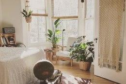 Loodus trügib tuppa! Trendikas magamistoas kohtuvad naturaalsed materjalid, eri ajastud ja stiilid